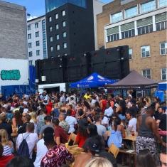 shoreditch-market-crowd