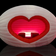 Heart shaped inflatable party love seat